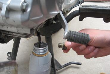 宝马x1油泵保险丝图解
